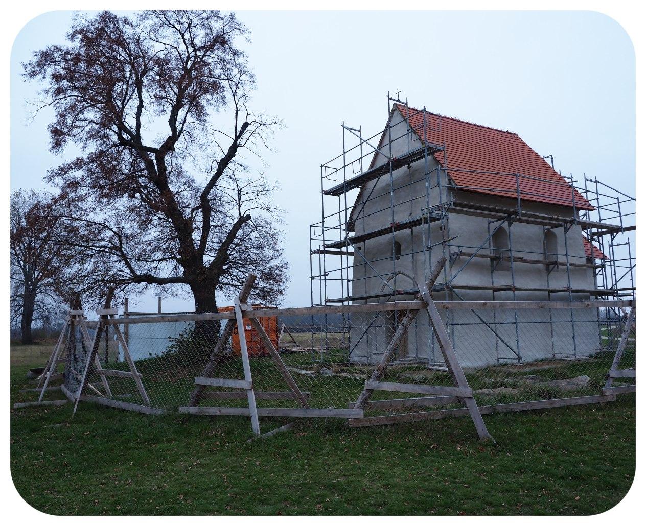 kostol_strom
