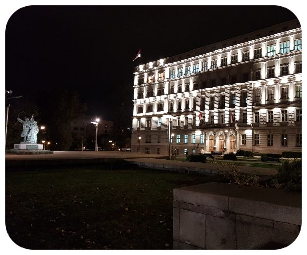 osvetlena_budova