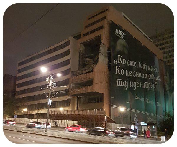 budova_znicena