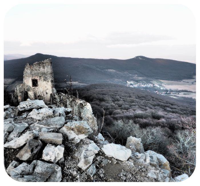 hrad_a_okolie_umelecka_fotka