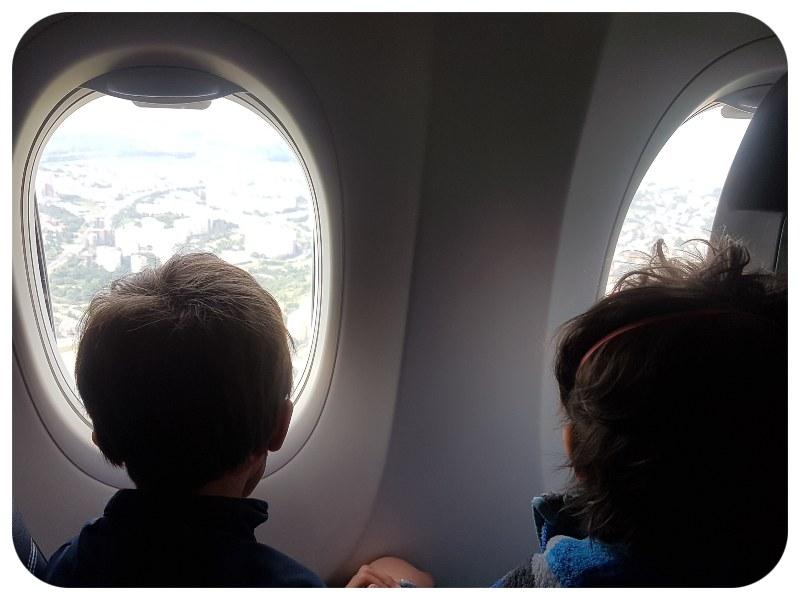 deti_v_lietadle